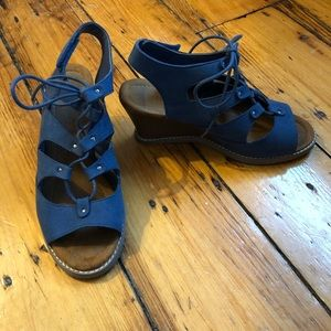 Blue Bearpaw Rhonda lace-up wedge sandals, size 7
